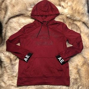 NWOT - AE GRAPHIC PULLOVER HOODIE